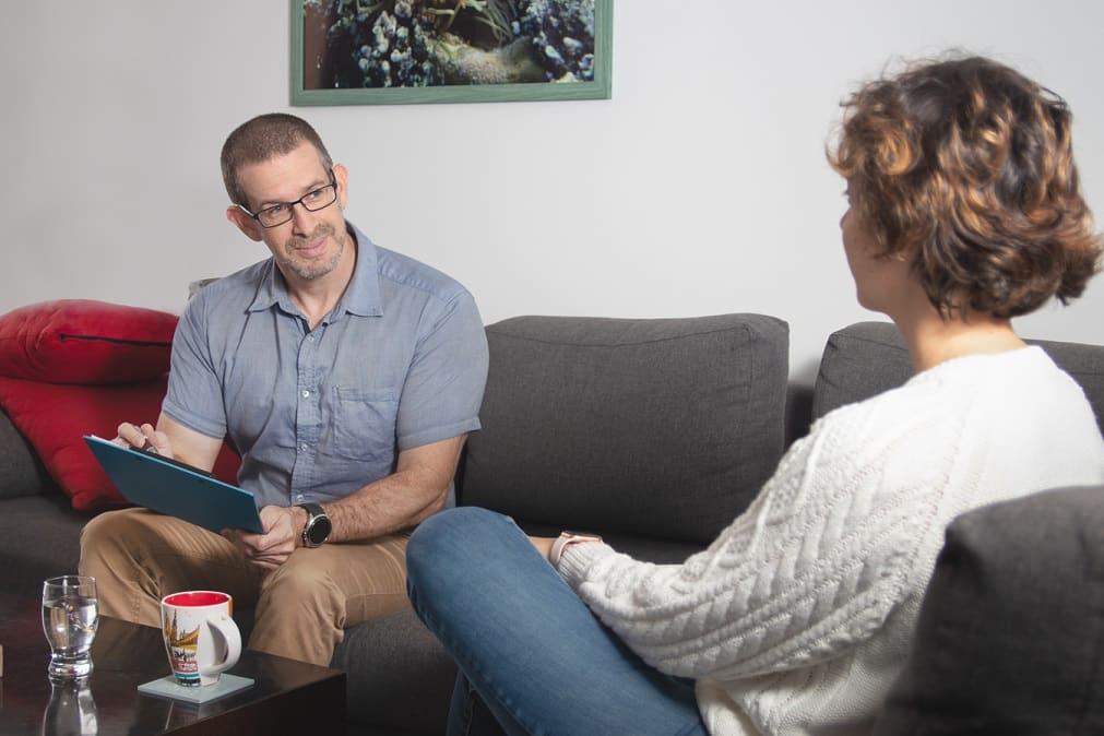 """ד""""ר אוהד הרשקוביץ בזמן טיפול CBT"""